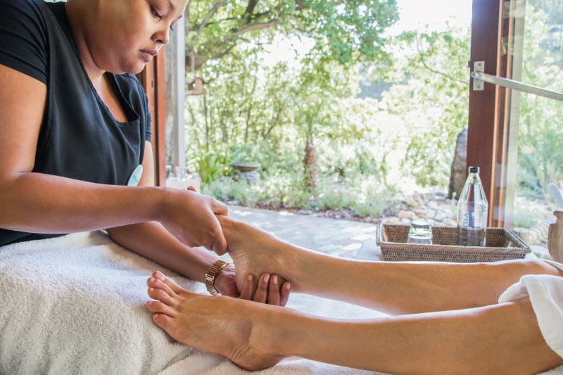 camps-bay-retreat-mint-wellness-foot-treatment-therapist