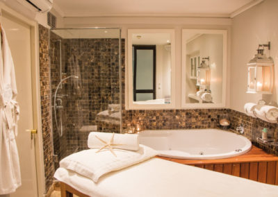 the-bay-hotel-mint-wellness-treatment-room-2