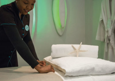 mint-wellness-spa-therapist-at-the-bay-hotel